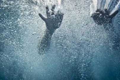 بيت فوريك: وفاة طفل غرقًا في برميل ماء