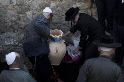 كيف تتحايل إسرائيل على محظورات عيد الفصح؟