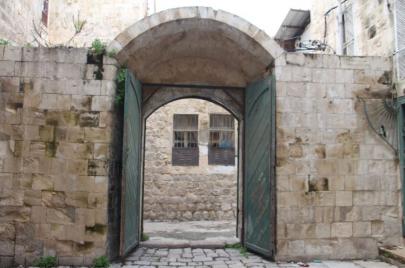 أبواب نابلس القديمة.. عملية إنقاذٍ فردية لإرثٍ من خشب القطران