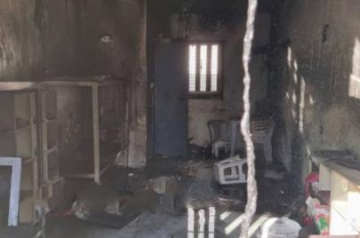 اعتداءات في النقب والأسرى يحرقون 7 غرف