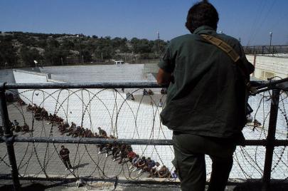 الكشف عن سر عمره 50 سنة: إبعاد مئات الأسرى الفلسطينيين إلى الأردن