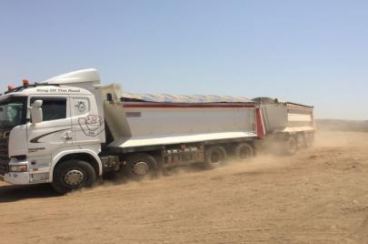تجارة التُّراب السام.. شاحنات إسرائيلية تنقل الموت للفلسطينيين غرب رام الله