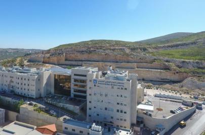 عائلة جريح من بيتا تعتزم ملاحقة مستشفى النجاح.. وإدارة المستشفى ترد