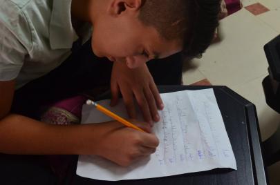 الطفل أحمد: كنت أحكي بوضوح وأكتب بسرعة!