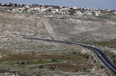 شارع إسرائيلي في حزما سيسلب 150 دونمًا من أصحابها