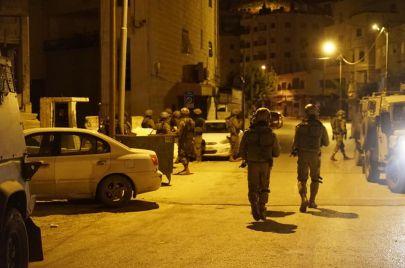 14 معتقلًا ومصادرة مركبة ومعدات مطبعة