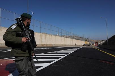 الاحتلال يفتتح شارعًا بالقدس يفصل بين الفلسطينيين والمستوطنين