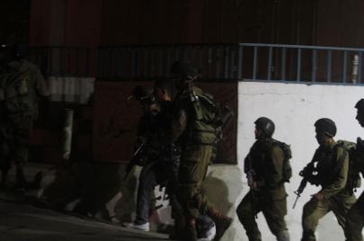 10 معتقلين ومصادرة سلاح ومركبة