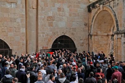 فيديو وصور | آلاف المصلين يفتحون باب الرحمة في الأقصى