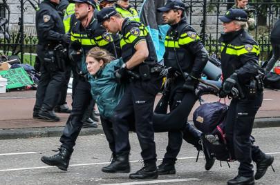 شرطة هولندا توقف 90 متظاهرًا بحركة