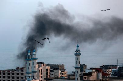 غزة تحت القصف: مزيد من الشهداء والفصائل تردّ بكورنيت وصواريخ
