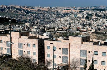 الكنيست: تمديد حظر لمّ شمل الفلسطينيين بأزواجهم