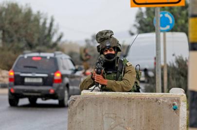 نتنياهو: قد يتم إغلاق المعابر مع الضفة وغزة