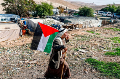 القناة 12 الإسرائيلية: تأجيل هدم الخان الأحمر مجددًا