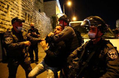 صور وفيديو   اعتداءات واعتقالات في القدس تزامنًا مع إنارة فانوس رمضان