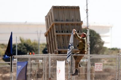 الإذاعة العبرية: خطر كامن وراء تأجيل التمويل الأمريكي للقبة الحديدية