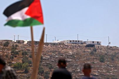 الاحتلال يغلق مداخل بيتا ويوقف البناء الاستيطاني على