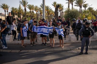 القدس: مسيرة الأعلام الاستفزازية ستقام الثلاثاء