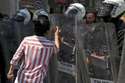 حملات لمكافحة نشر صور من هواتف مشاركات بالاحتجاجات الأخيرة
