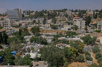 العليا الإسرائيليّة تجمّد قرار إخلاء 3 عائلات من الشيخ جراح