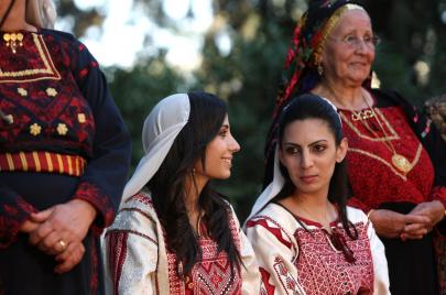 نساء غزة يطرّزن ذاكراتهن