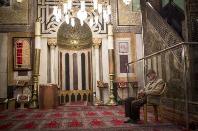 مساجد الخليل: الجيش والمستوطنون يتولون الإرهاب والتهويد