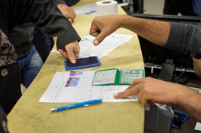 فلسطينيون بدون هويات بغزة ولا حلّ مُرتقب