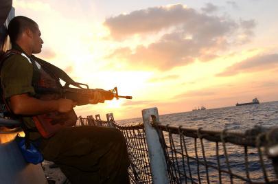 تقديرات إسرائيلية: حماس تنجح في تهريب السلاح عبر البحر
