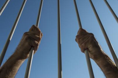 الأسير الهندي يعلّق إضرابه بعد تحديد موعد إطلاق سراحه