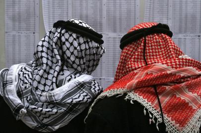 استطلاع: قوائم فتح تتقدم على حماس والبرغوثي يتفوّق على عباس