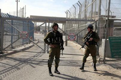 اعتقال فلسطينيين على حاجز قلنديا