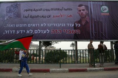 ضابطان إسرائيليان يعترفان بأسر أورون شاؤول حيًا