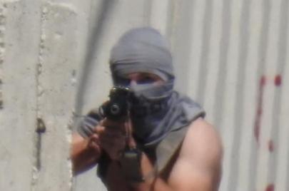 فيديو | مستوطن يفتح النار على الفلسطينيين.. الجيش يفتح تحقيقًا