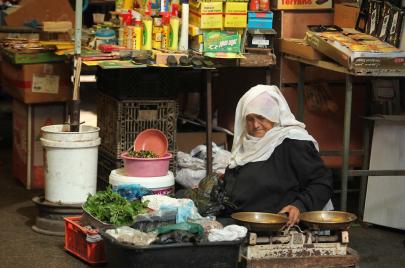 سيدات الأسواق الشعبية في غزة.. أيقونات تجارية وتاريخية