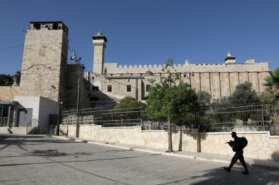 الاحتلال يغلق الإبراهيمي.. الأوقاف:
