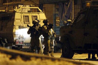 جيش الاحتلال يعتقل 21 فلسطينيًا