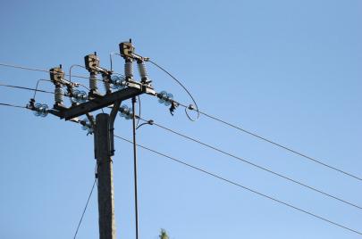 قطع التيار الكهربائي عن 6 مناطق غرب رام الله